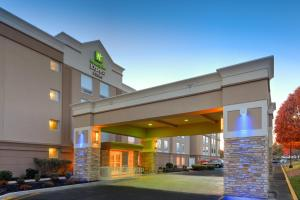 Holiday Inn Express & Suites W..