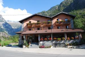 Hotel Ristorante Miramonti, Отели  Val Masino - big - 28