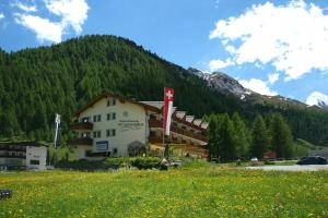 Country Wellnesshotel Bündnerhof - Hotel - Samnaun