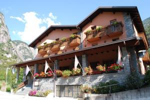 Hotel Ristorante Miramonti, Отели  Val Masino - big - 30