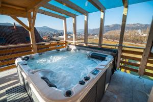 Three Bedroom Apartment Ana with hot tub