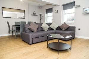 Serviced Apartment In Liverpool City Centre - St Luke's Building by Happy Days - Apt 6