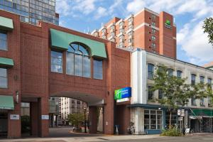 Holiday Inn Express Toronto Downtown, Торонто