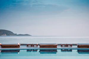 Отели Греции с бассейном с морской водой