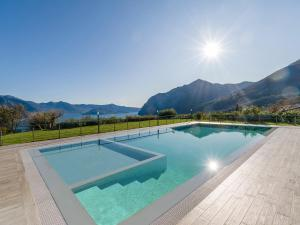 Villa Del Sole with huge garden and lake Iseo view - AbcAlberghi.com