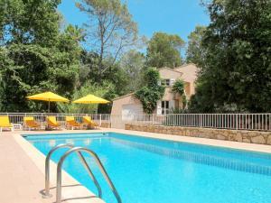 Ferienhaus mit Pool Bagnols en Foret 120S