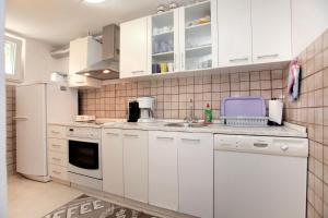Apartment Eva, Ferienwohnungen  Trogir - big - 2
