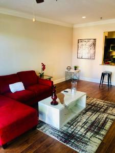Beautiful Buckhead Luxury Living up to 6 guests!