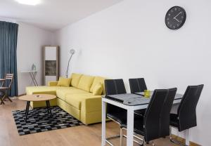 ⋰ MODERNO ⋱ 1 Bedroom With Parking Patio