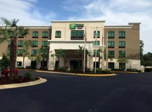 Holiday Inn Express & Suites Mobile West I-10, an IHG Hotel