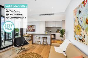 FV Iconic Designer APT - 2 mins to Brisbane CBD