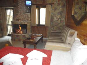 Family Room with Fireplace (2 Adults + 2 Children)