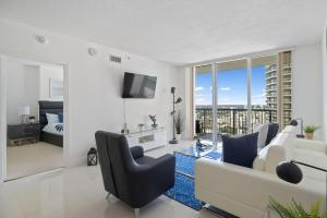 Luxury High-Rise One Bedroom with Incredible Views
