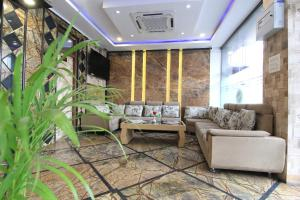 Hotel Metro Continental-5mins Walk From Charbagh Rail & Metro Station photos