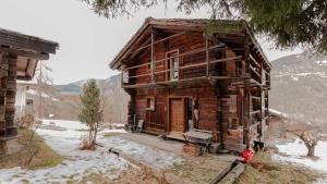 The Real Swiss Chalet - Hotel - Bruson