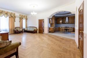 Big Nice apartment at Novoslobodskaya