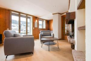 Authentic 2BR apartment 500m from city center