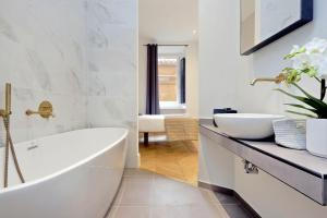 EVE Guest House at Trevi Fountain