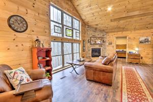 Brand-New Cabin about 7 Miles to Mohican State Park! - Hotel - Butler