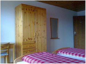 Pension Kastel, Bed and breakfasts  Zeneggen - big - 13