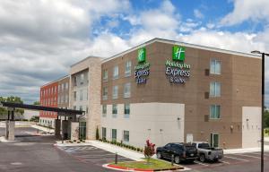 Holiday Inn Express & Suites Tulsa South - Woodland Hills