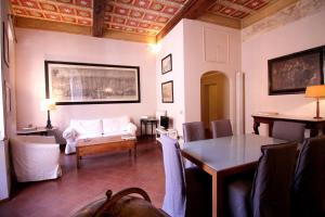 Family 2BR Apartment in Via Giulia - abcRoma.com