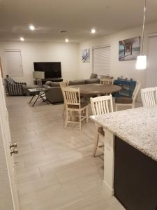 Private Room in Brand New House Near All Attractions