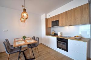 Apartament B 813 w Baltin Blu
