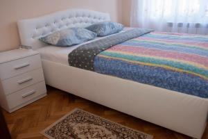. Nice & Clean Aya Apartment