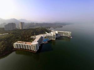 Crowne Plaza Huangshan Taiping Lake, an IHG hotel