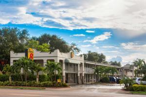 Super 8 by Wyndham Bradenton Sarasota Area
