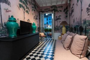 Pantheon Balcony Morgana Suite - abcRoma.com