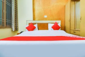 __{offers.Best_flights}__ OYO 44401 Hotel Raj
