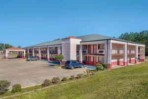 Econo Lodge Inn & Suites Forest
