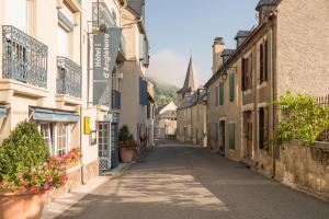 Location gîte, chambres d'hotes Hôtel d'Angleterre dans le département Hautes Pyrénées 65