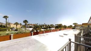 Ponce Landing 53: Cute and Beachy 2 bedroom condo with beach access, heated pool and garage condo, Apartmanok  Coquina Gables - big - 18