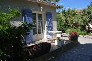 Location gîte, chambres d'hotes Le Clos des Capitelles dans le département Gard 30