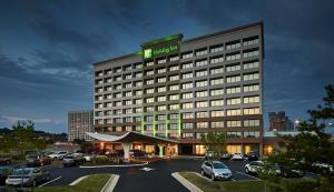 Holiday Inn Alexandria at Carlyle, an IHG Hotel