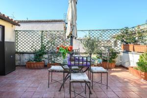 My Amazing Borgo Pio Terrace - abcRoma.com