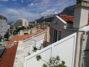 Apartments and rooms with parking space Makarska - 18106