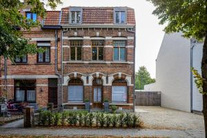 obrázek - Spacious villa w/ big backyard and private parking
