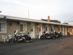 Motel Tracy - Accommodation - Sorel
