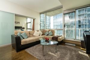 Colors-Calgary Condo, Parkade Parking, 90min to Banff, Full Kitchen, 30min Airport, WD, Smart TV