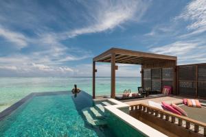 Отель Four Seasons Maldives At Kuda Huraa