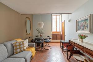iFlat Pantheon Historic Two-Story Apartment - abcRoma.com