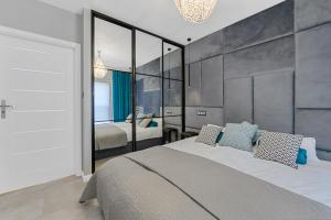 GATE OF CITY CENTRE Apartment by PinPoint