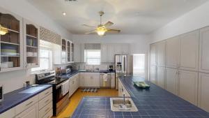 3 1St Street- Sea View Home, Dovolenkové domy  Coquina Gables - big - 6