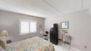 Ocean and Racquet Club 5112 Condo, Apartments  Coquina Gables - big - 19