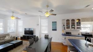 3 1St Street- Sea View Home, Dovolenkové domy  Coquina Gables - big - 17