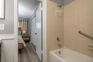 Ocean Villas 11 Condo, Apartments  Coquina Gables - big - 37